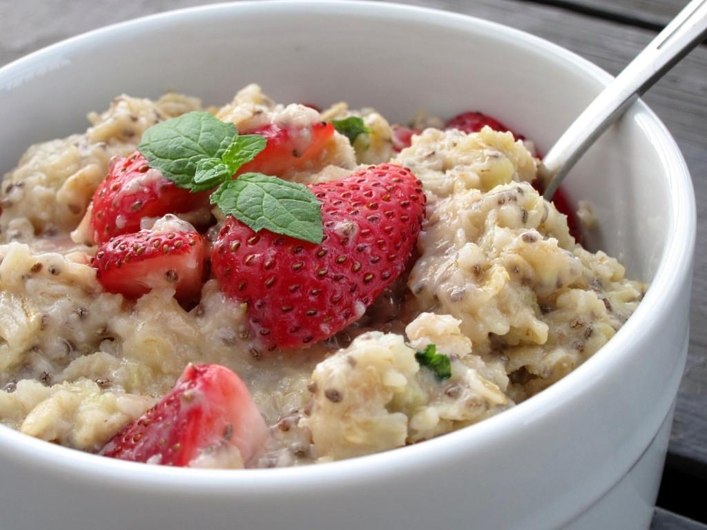 makanan hilangkan stress makanan hilangkan stress 4 Makanan Yang Membantu Hilangkan Stress dan Kecilkan Pinggang Anda strawberry mojito oatmeal 007